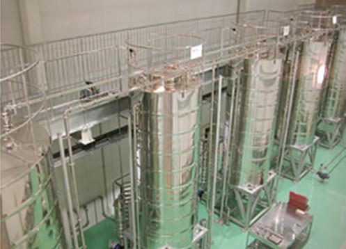 工場内の貯水タンク